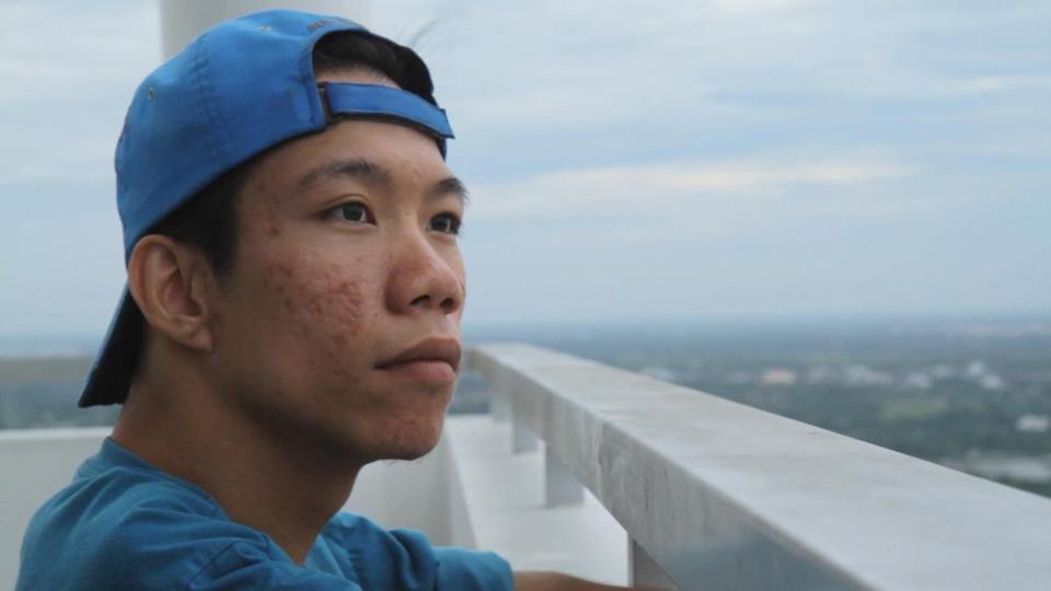 Chau, beyond the lines