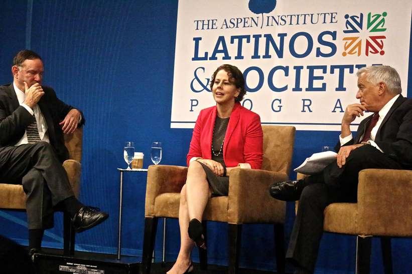 """Casa Blanca: Detractores de alivios migratorios solo quieren """"dejar correr el reloj"""""""